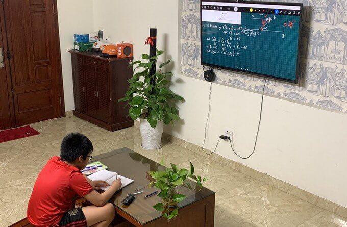học trực tuyến với FPT Play Box